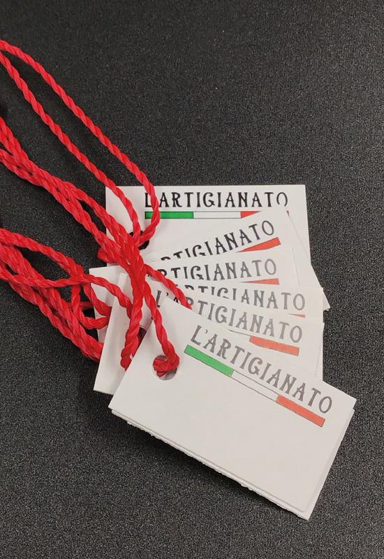 cartellini personalizzati prezzo con laccetto stampa logo made in italy tipografia lavori tipografici rifipack